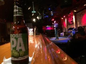 Dit biertje en ik waren naast nog een paar anderen het enige publiek bij deze stand-up comedian @The Bitter End