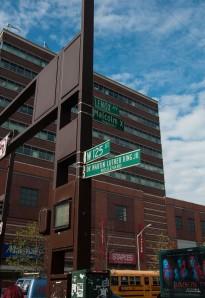 Een van de beroemdste kruispunten in Harlem. Wie kent ze niet?
