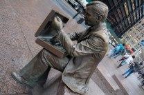Bronzen beeld van een man alleen, met een aktetas. Neergezet in het Financial District als symbool van de overlevende na de aanslagen van 9/11